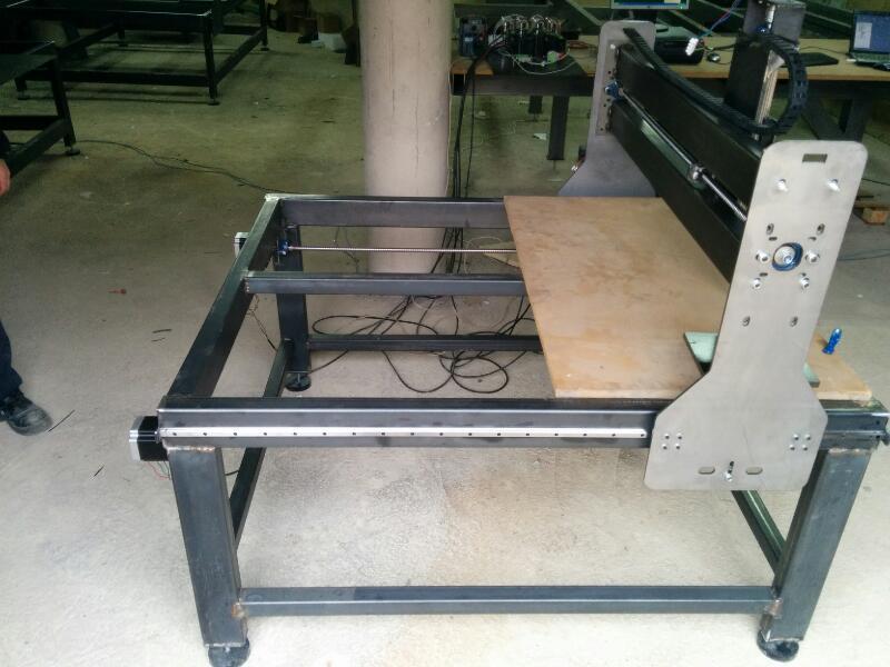 maquina CNC a medio montar
