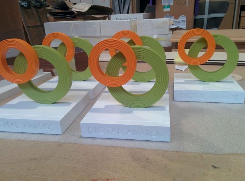 Fabricando trofeos en madera