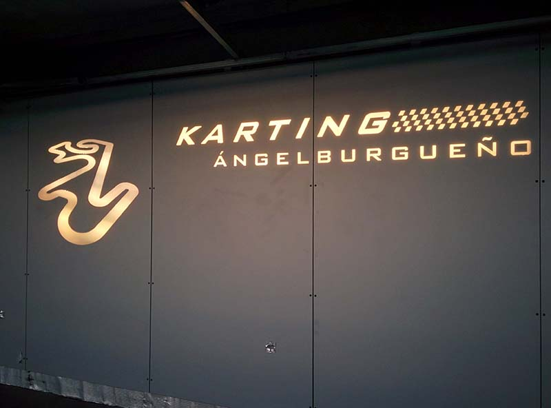 Rotulo en metacrilato para Karting Burgueño