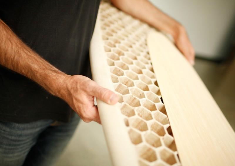 CNC mecanizado de tabla surf en panel de abeja