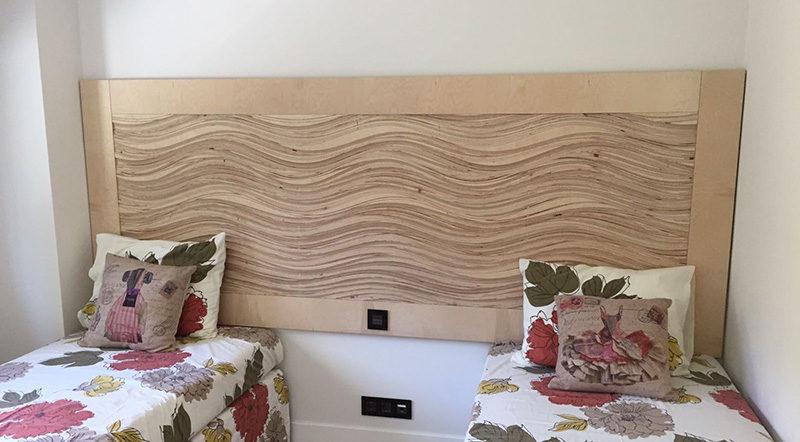 Cabecero de cama en madera de abedul con diseño en ondas
