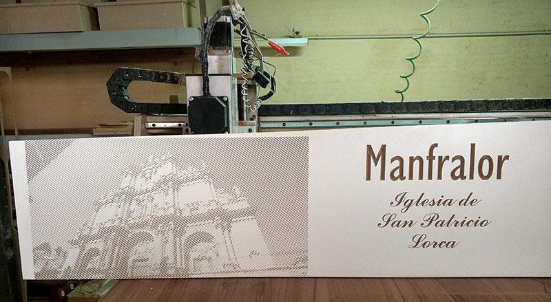Fotografia grabada en madera en curso CNC